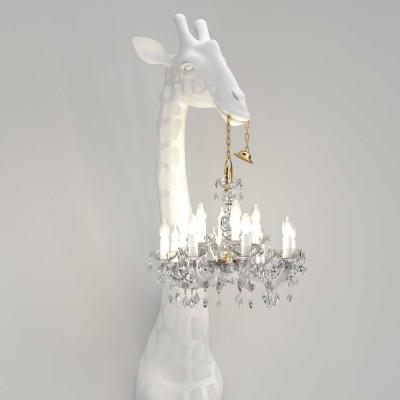 qeeboo-giraffe-in-love-wall-lamp-mood2.jpg
